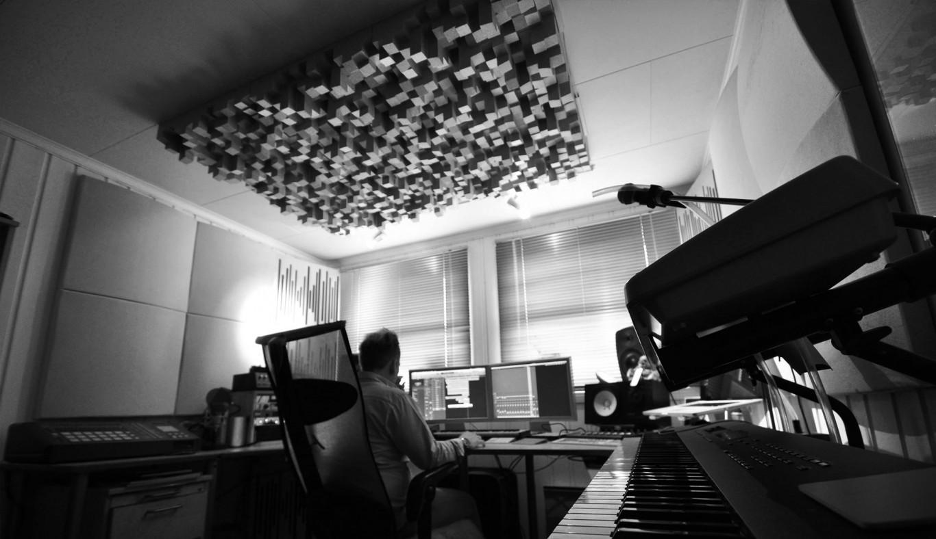 studio-1366x788